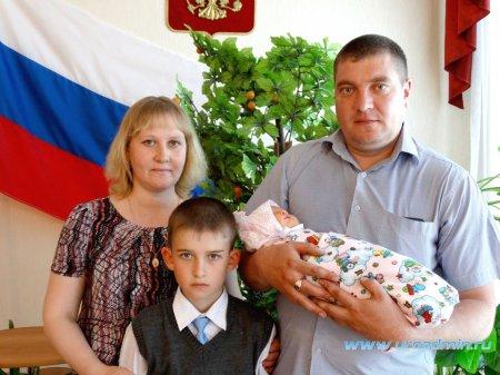 Торжественная регистрация сотого новорожденного в отделе ЗАГС Администрации Юргамышского района