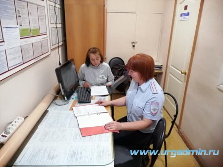 В Юргамыше член общественного совета проверила работу отделения по вопросам миграции по предоставлению справок сотрудниками гос. услуг.
